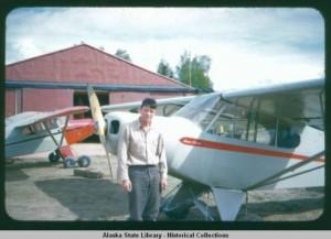 Don_Sheldon_with_aircraft_Talkeetna_Alaska_1954